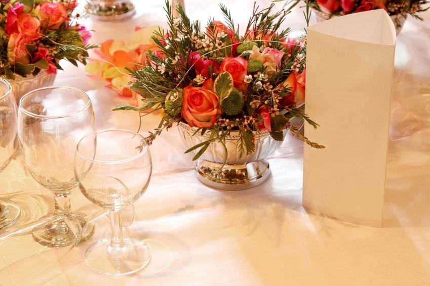 compositions florales de table de mariage pr paration mariage de l 39 organisation l 39 animation. Black Bedroom Furniture Sets. Home Design Ideas