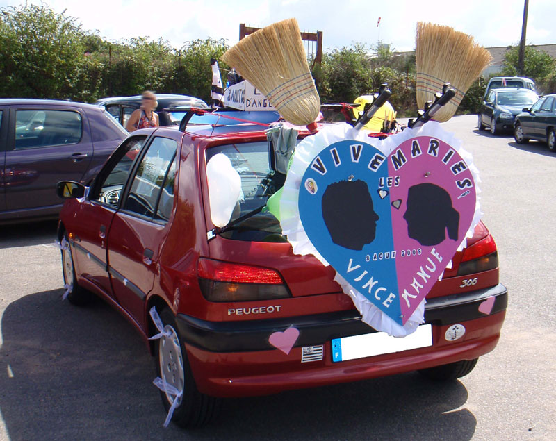http://www.preparationmariage.com/IMG/jpg/voiture-balai2G.jpg